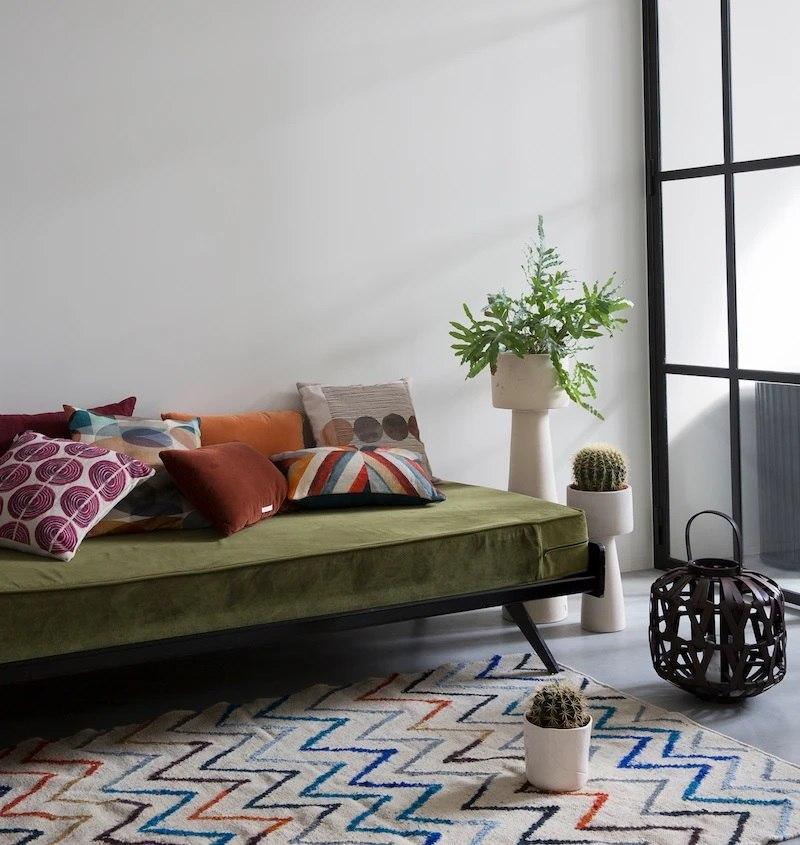 aranżacja eko dywan poduszki wnętrza wystrój lampion